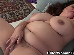 Chunky mature Nicolette takes care of her craving pussy